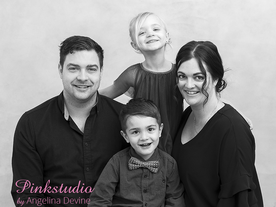 Pinkstudio by Angelina Devine Marias-044 Sommertilbud: GRATIS familiefotografering familie Nyheder