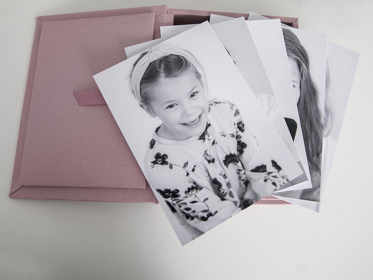 Pinkstudio by Angelina Devine Produkter-009 Far til fire hos fotografen Nyheder Portræt Udvalgte Fotograferinger