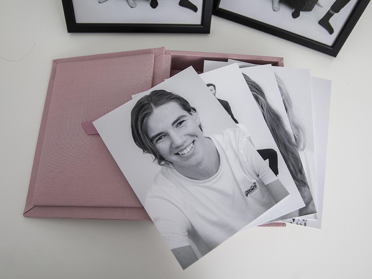Pinkstudio by Angelina Devine Produkter-010 Far til fire hos fotografen Nyheder Portræt Udvalgte Fotograferinger