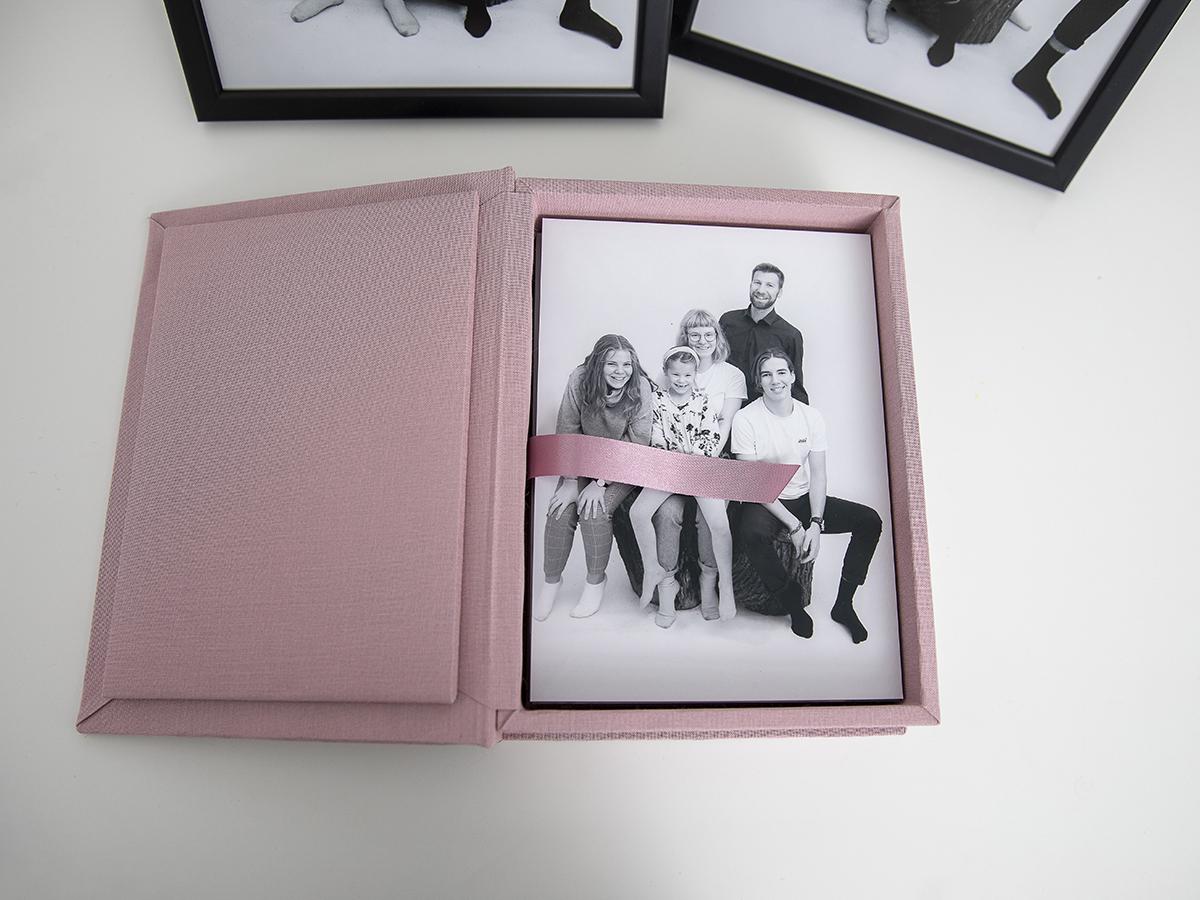 Pinkstudio by Angelina Devine Produkter-012 Far til fire hos fotografen Nyheder Portræt Udvalgte Fotograferinger