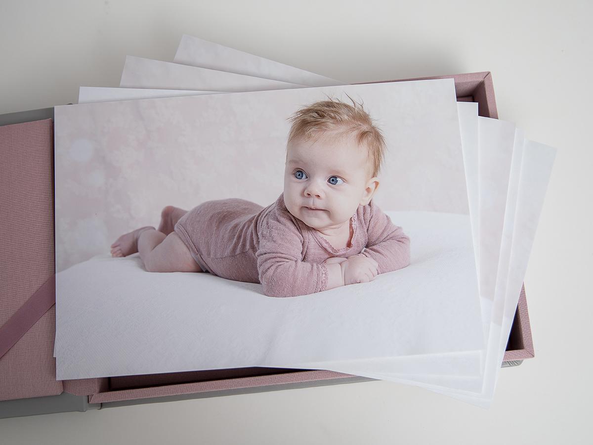Pinkstudio by Angelina Devine Kvartalsfotografering-2 Alberte 3 måneder Baby Nyheder Portræt Udvalgte Fotograferinger