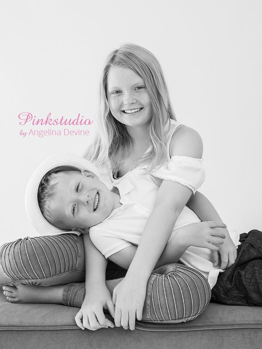 Pinkstudio by Angelina Devine Isabella-og-Alexander-104 Gratis børnefotografering Børn Nyheder Portræt Søskende Tilbud