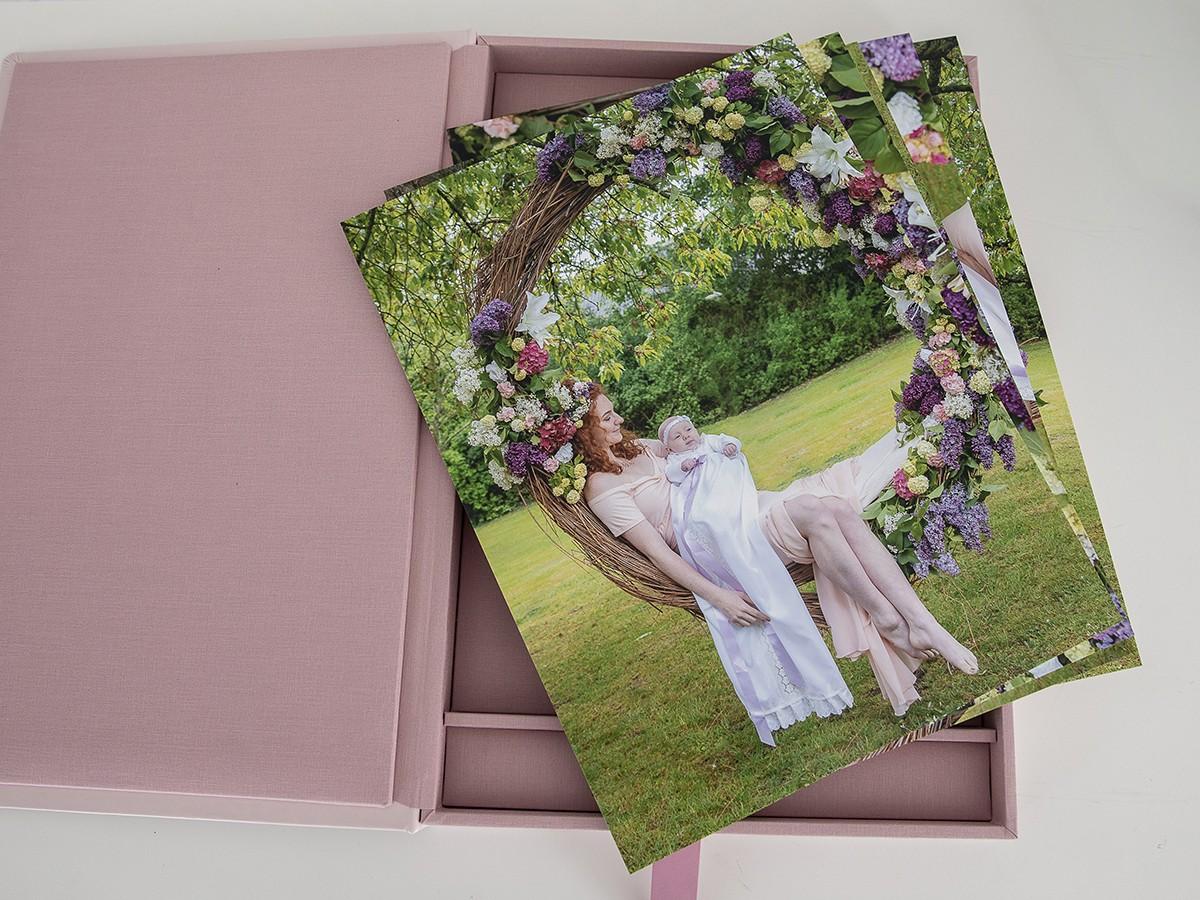 Pinkstudio by Angelina Devine Produkter-086 Celina, Mai og blomstergyngen Baby Nyheder Portræt Ugens fotografering