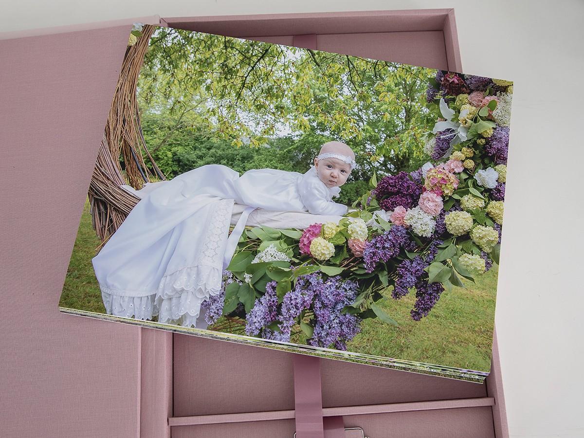 Pinkstudio by Angelina Devine Produkter-089 Celina, Mai og blomstergyngen Baby Nyheder Portræt Ugens fotografering