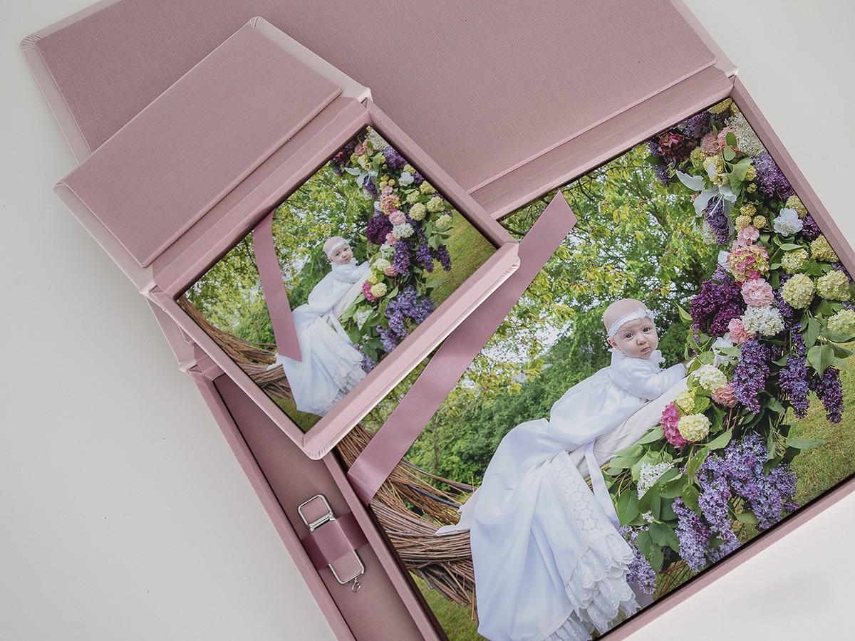 Pinkstudio by Angelina Devine Produkter-091 Celina, Mai og blomstergyngen Baby Nyheder Portræt Ugens fotografering