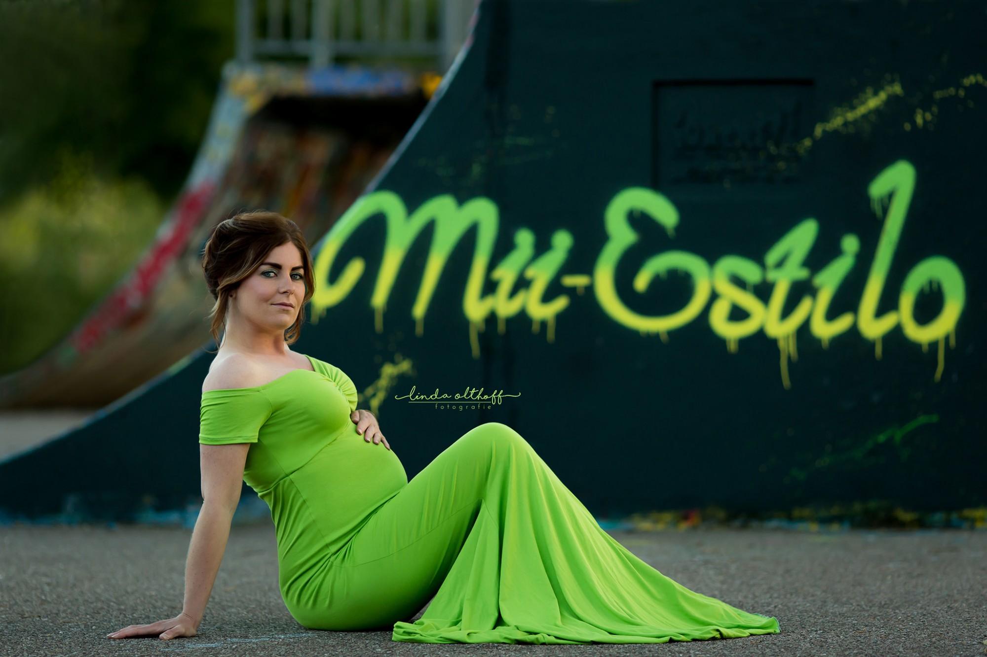 Pinkstudio by Angelina Devine Maternityshoot-The-Green-Dress-Mii-Estilo-Linda-Olthoff-Fotografie-fb07 Den grønne kjole - del 1 graviditet Nyheder Portræt Tilbud