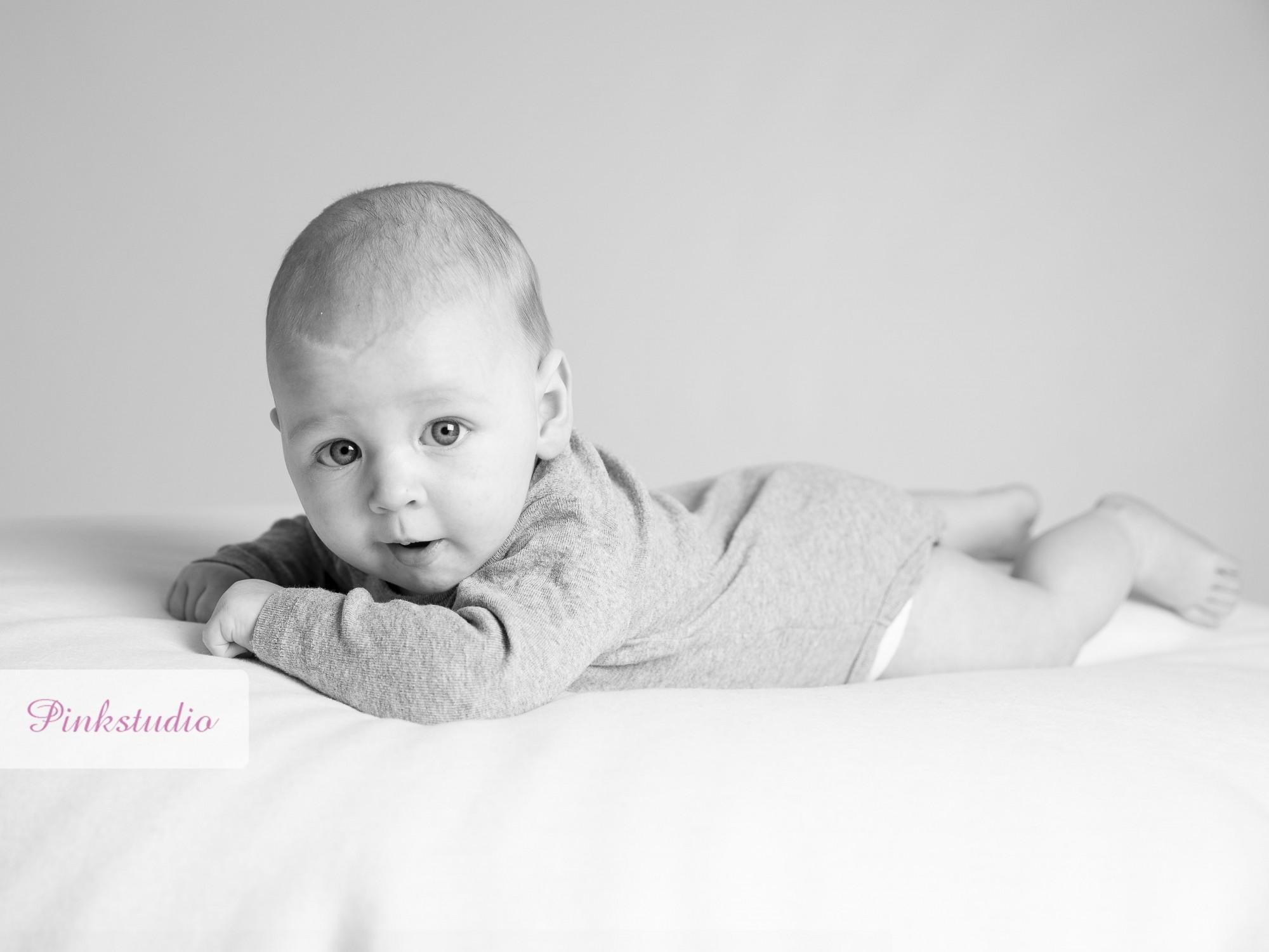 Pinkstudio by Angelina Devine Max-ja-baby-004_1_1 Max babyportrætter Baby Portræt Udvalgte Fotograferinger