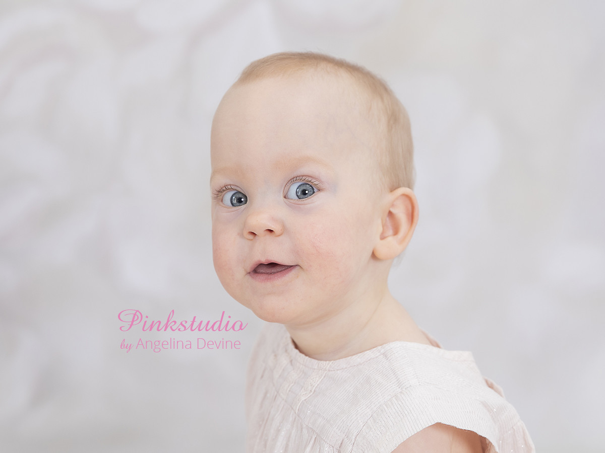 Pinkstudio by Angelina Devine Karoline-baby-ja-100 Lyn konkurrence: Den brune baggrund Nyheder