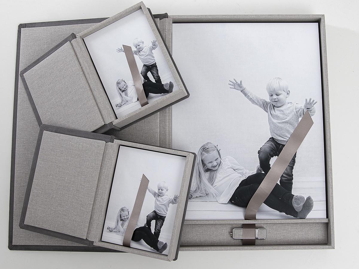 Pinkstudio by Angelina Devine Alba-og-Dirch-produkter-web-2 Alba og Dirchs søskendeportrætter Børn Nyheder Portræt Søskende Udvalgte Fotograferinger