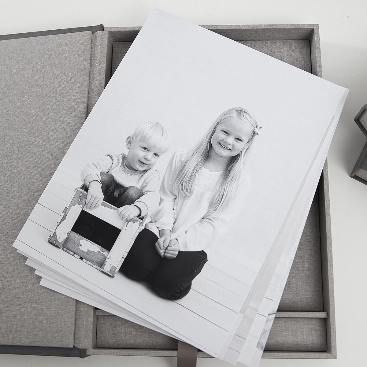 Pinkstudio by Angelina Devine Alba-og-Dirch-produkter-web-6 Alba og Dirchs søskendeportrætter Børn Nyheder Portræt Søskende Udvalgte Fotograferinger