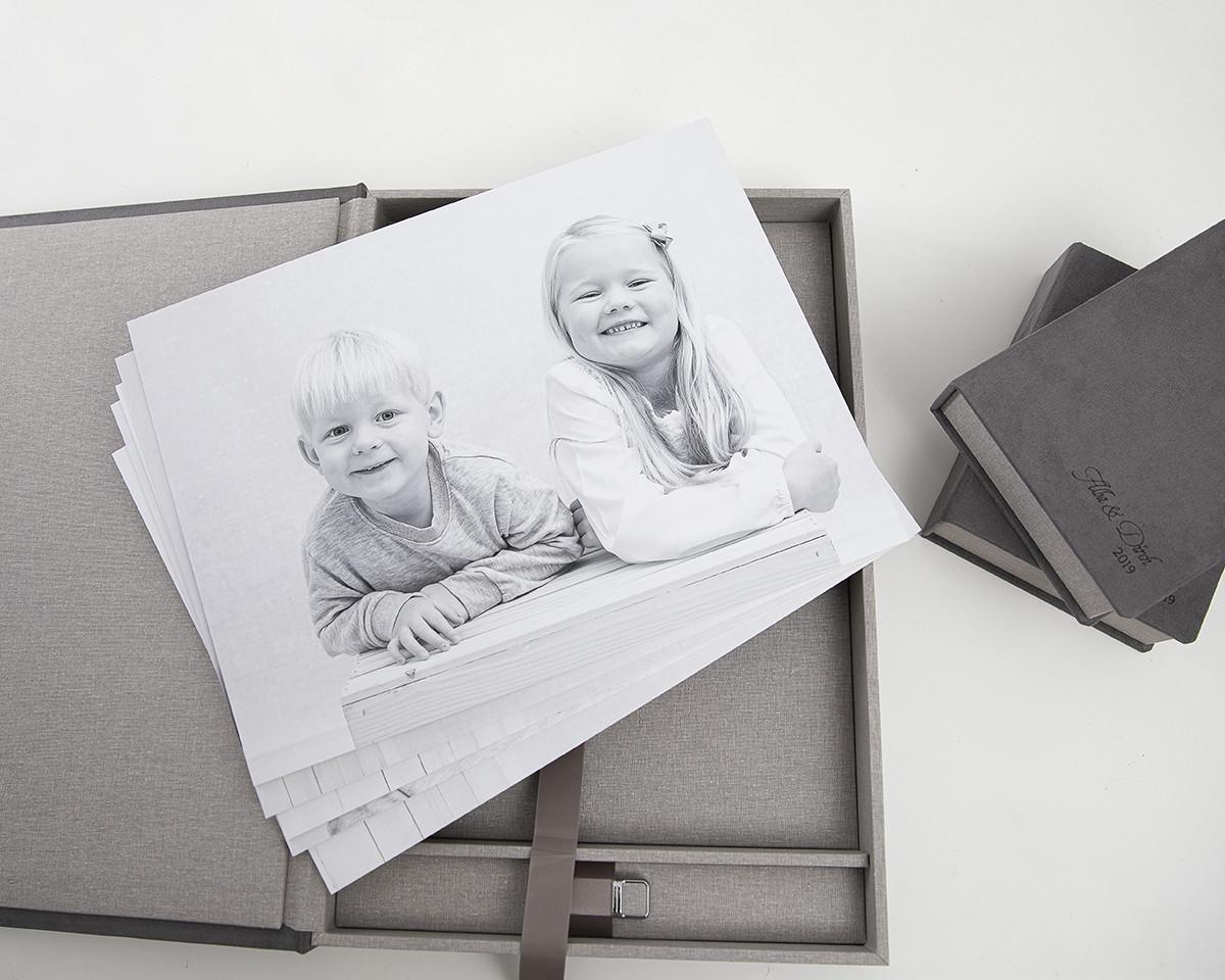 Pinkstudio by Angelina Devine Alba-og-Dirch-produkter-web-7 Alba og Dirchs søskendeportrætter Børn Nyheder Portræt Søskende Udvalgte Fotograferinger