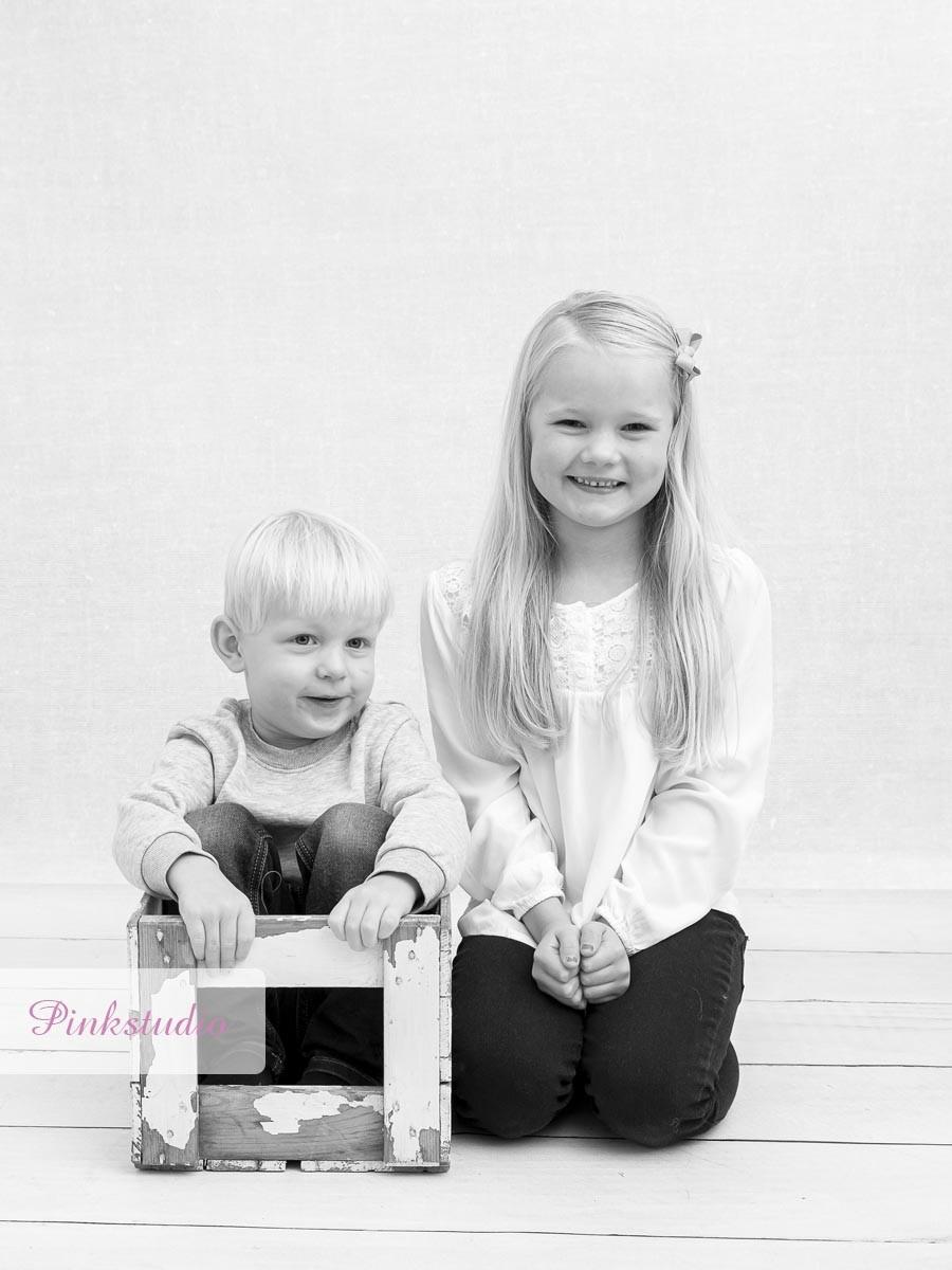 Pinkstudio by Angelina Devine Alba-og-Dirk-1081 Alba og Dirchs søskendeportrætter Børn Nyheder Portræt Søskende Udvalgte Fotograferinger
