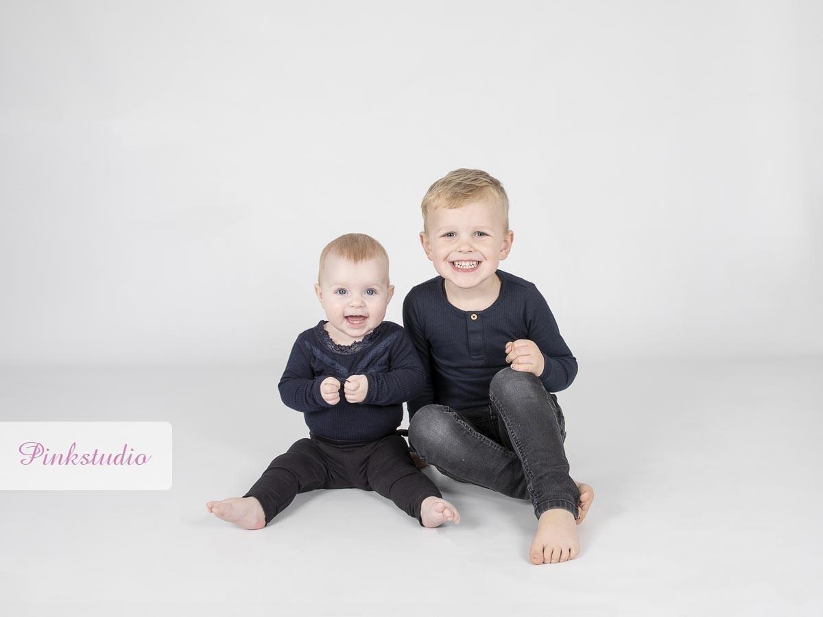 Pinkstudio by Angelina Devine Puk-og-Malik-Familie-105 Puk og Maliks søskendeportrætter Baby Børn familie Nyheder Portræt Søskende Udvalgte Fotograferinger