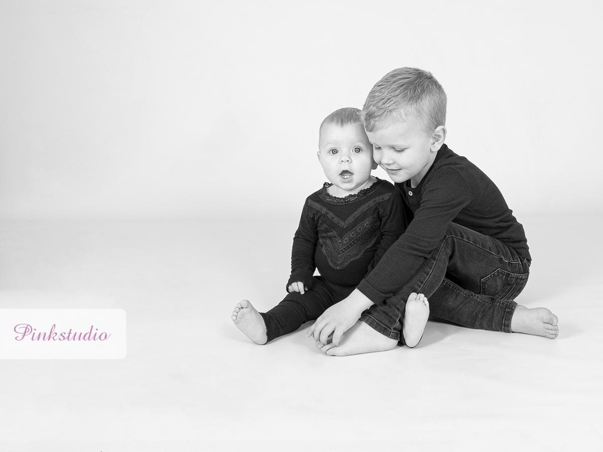 Pinkstudio by Angelina Devine Puk-og-Malik-Familie-117 Puk og Maliks søskendeportrætter Baby Børn familie Nyheder Portræt Søskende Udvalgte Fotograferinger