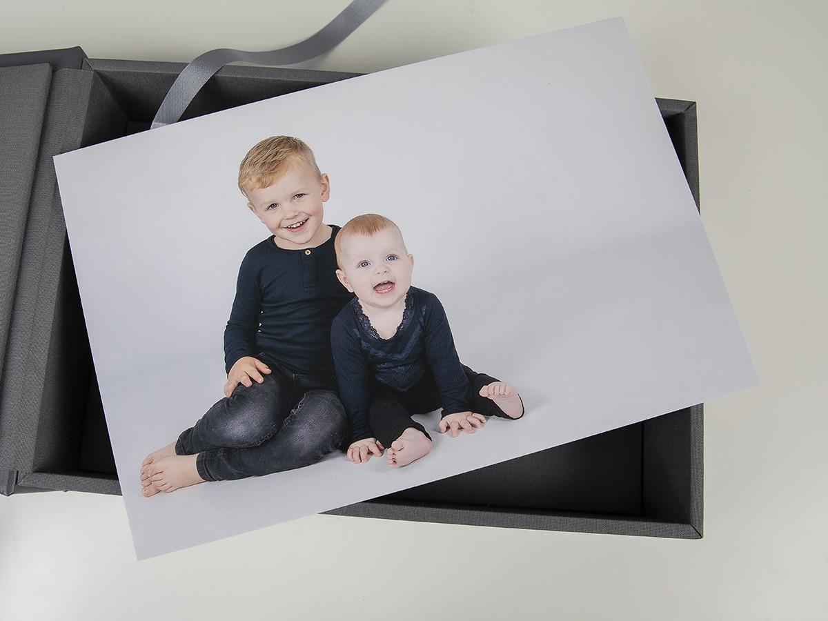 Pinkstudio by Angelina Devine web-Produkter-030 Puk og Maliks søskendeportrætter Baby Børn familie Nyheder Portræt Søskende Udvalgte Fotograferinger