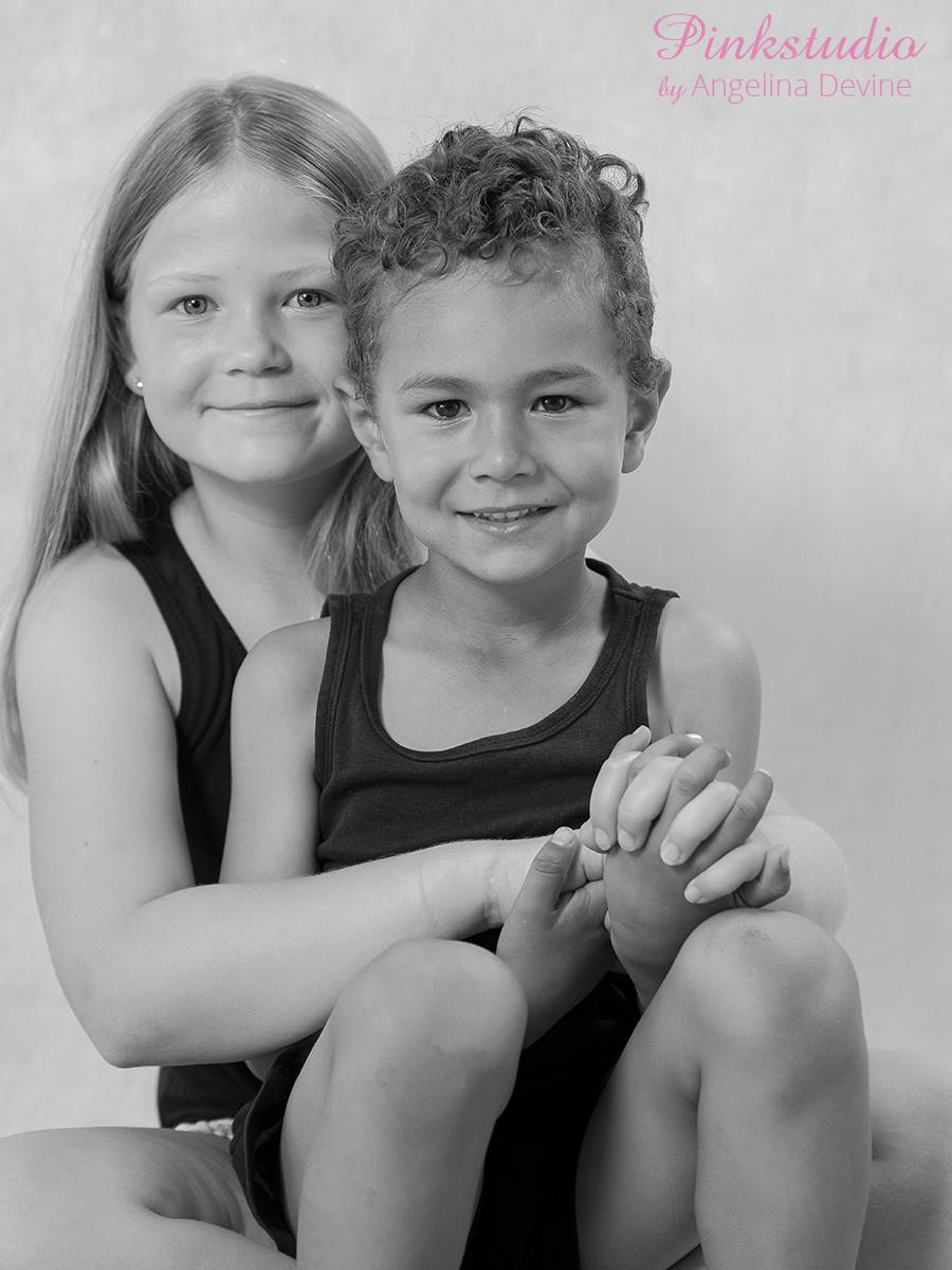 Pinkstudio by Angelina Devine Ea-og-Marly-web-1 The Dream Project: Ea & Marley Børn Nyheder Portræt Søskende