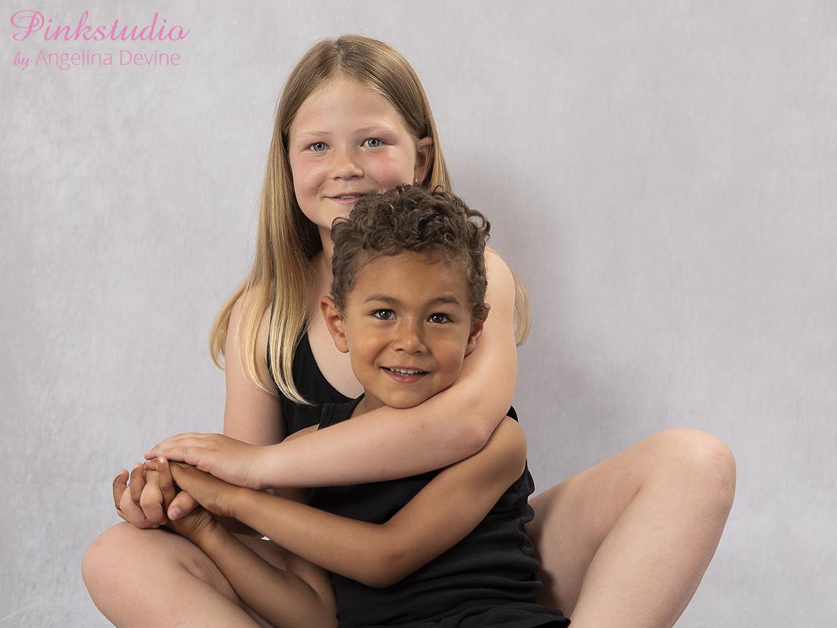 Pinkstudio by Angelina Devine Ea-og-Marly-web-2 The Dream Project: Ea & Marley Børn Nyheder Portræt Søskende