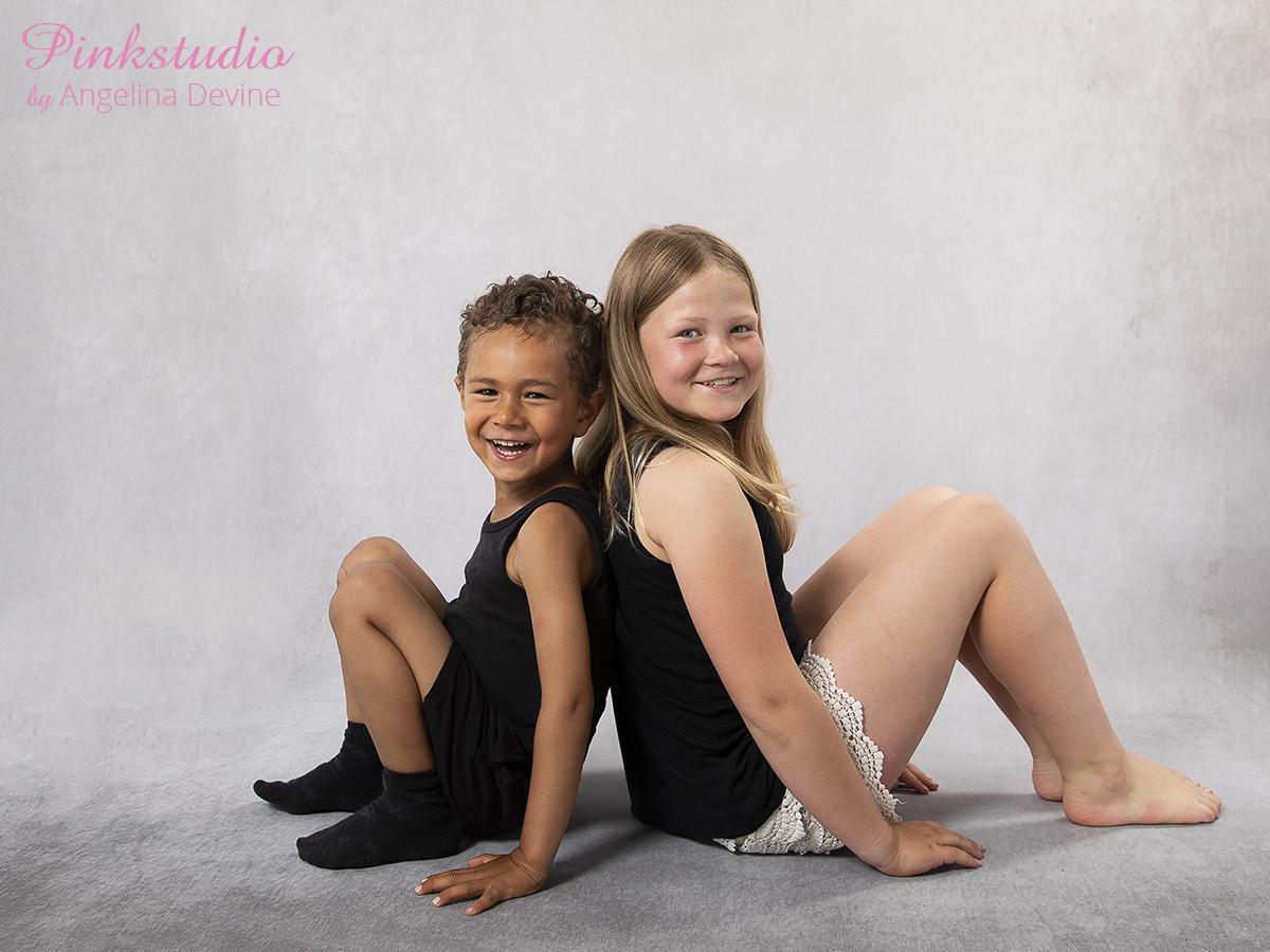 Pinkstudio by Angelina Devine Ea-og-Marly-web-3 The Dream Project: Ea & Marley Børn Nyheder Portræt Søskende