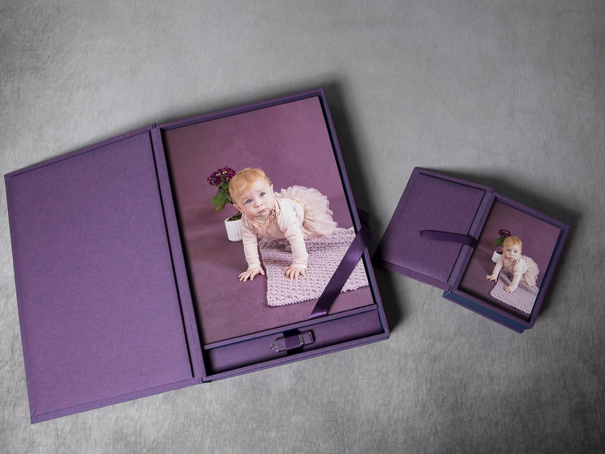Pinkstudio by Angelina Devine My-og-Tristan-122 Aya og den lilla baggrund Baby Nyheder Portræt Udvalgte Fotograferinger