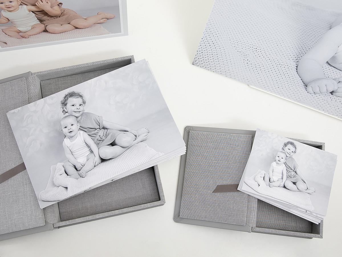 Pinkstudio by Angelina Devine Produkter-011_1web Alberte og Agnes Baby Børn Portræt Søskende Udvalgte Fotograferinger