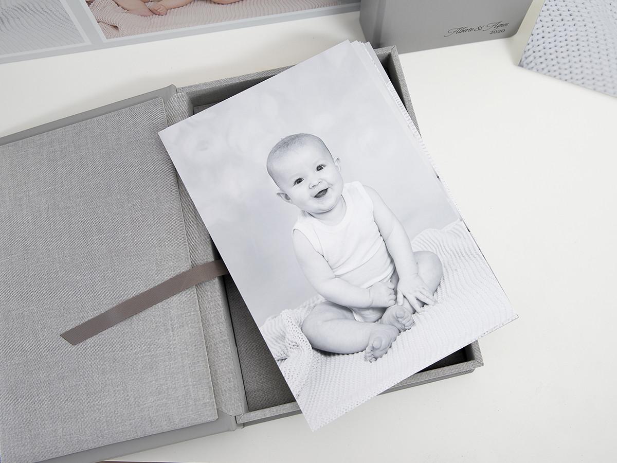 Pinkstudio by Angelina Devine Produkter-016_1web Alberte og Agnes Baby Børn Portræt Søskende Udvalgte Fotograferinger
