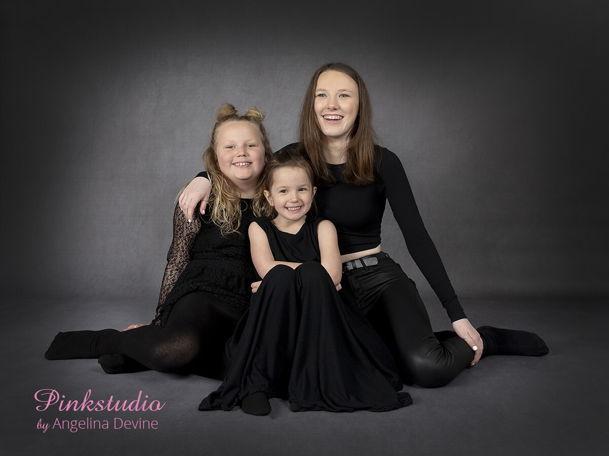 Pinkstudio by Angelina Devine Agnes-Mathilde-og-Emilie-soeskende-ja-033 GRATIS børnefotografering Børn Nyheder Portræt Tilbud