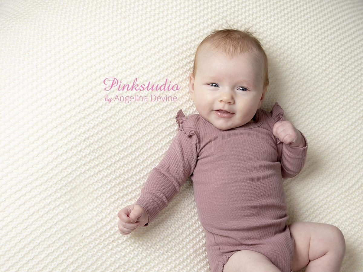 Pinkstudio by Angelina Devine Lilli-3-mdr-130 Forårstilbud: GRATIS babyfotografering Baby Nyheder Portræt Tilbud