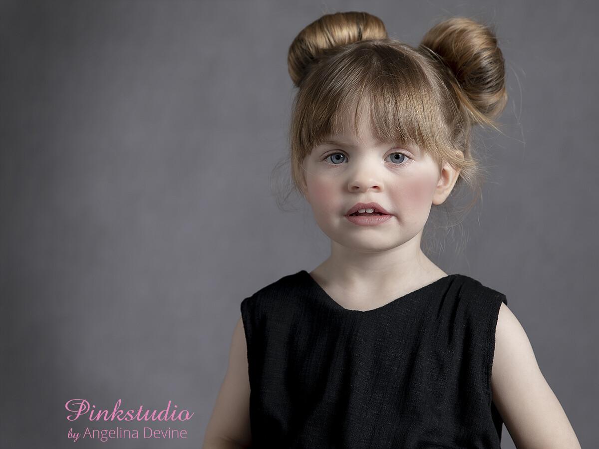 Pinkstudio by Angelina Devine Moerk-baggrund-Laerke-057 Modeller søges: Guld kjolerne Nyheder Tilbud
