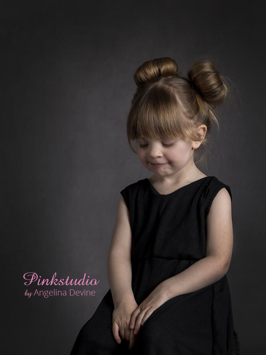 Pinkstudio by Angelina Devine Moerk-baggrund-Laerke-189 Modeller søges: Guld kjolerne Nyheder Tilbud