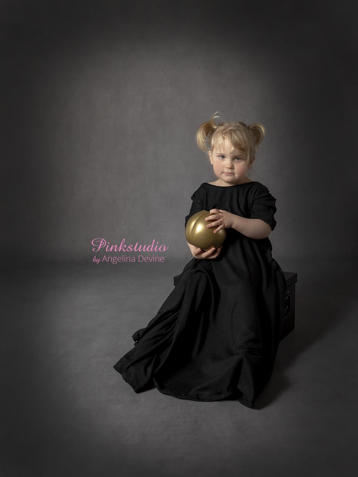 Pinkstudio by Angelina Devine Moerk-baggrund-Sigrid-051 Børnemodeller søges Nyheder Tilbud