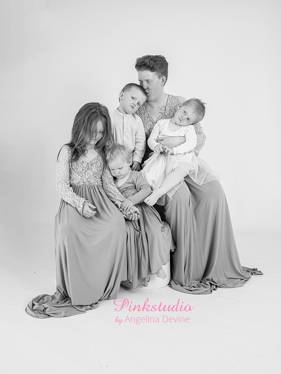 Pinkstudio by Angelina Devine morbarn10 Mors dags tilbud: Mor-barn fotografering 600,- Portræt Tilbud