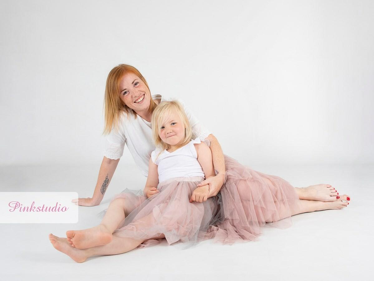 Pinkstudio by Angelina Devine morbarn11 Mors dags tilbud: Mor-barn fotografering 600,- Portræt Tilbud