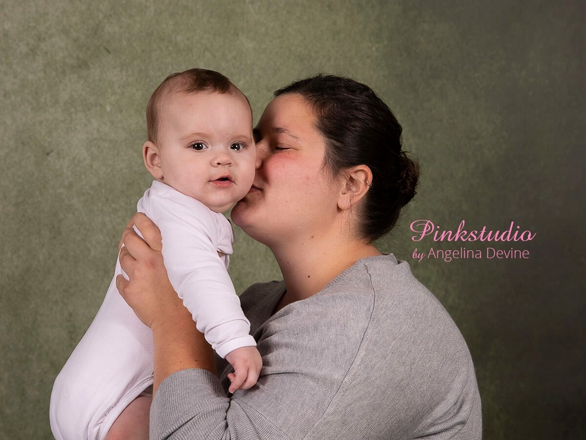 Pinkstudio by Angelina Devine morbarn3 Mors dags tilbud: Mor-barn fotografering 600,- Portræt Tilbud
