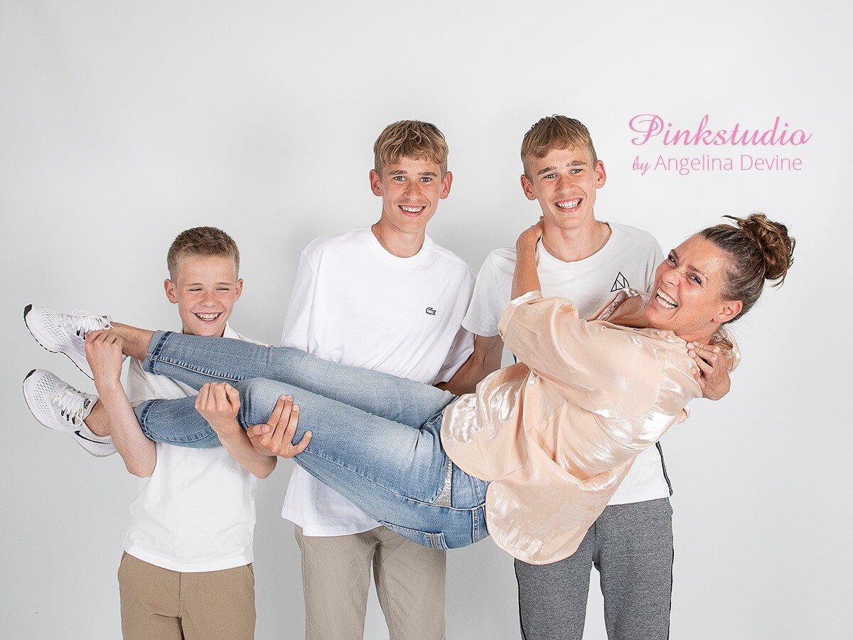 Pinkstudio by Angelina Devine morbarn9 Mors dags tilbud: Mor-barn fotografering 600,- Portræt Tilbud