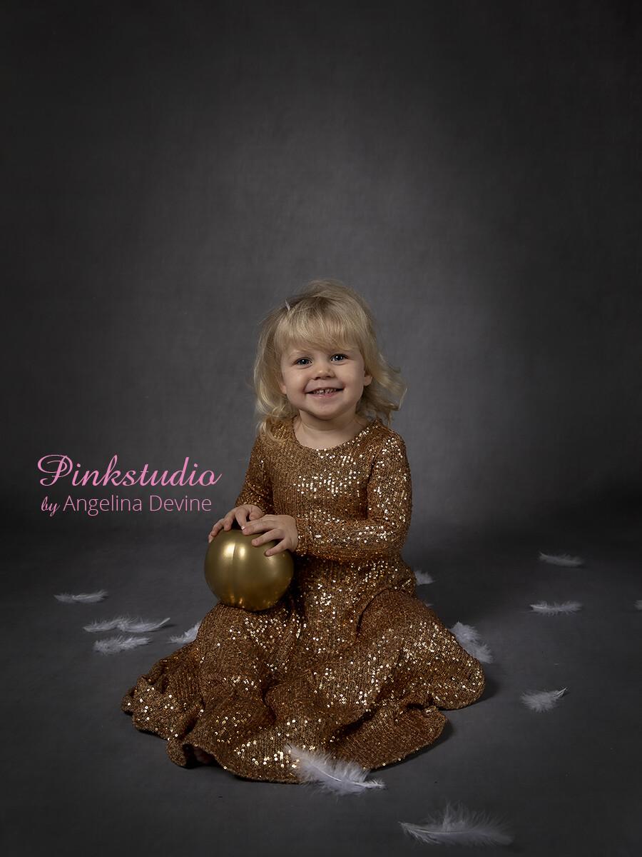 Pinkstudio by Angelina Devine Alberte-moerk-baggrund-162 Børnemodeller søges Nyheder Tilbud