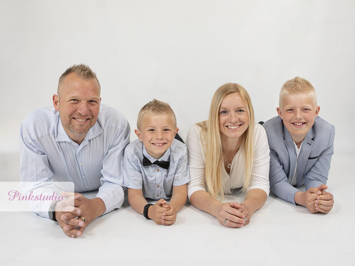 Pinkstudio by Angelina Devine Familien-Ravn-052 Efterårstilbud: GRATIS familie fotografering familie Nyheder Portræt Tilbud